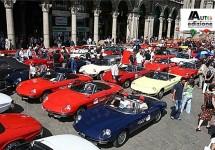 100 Alfa's op Piazza del Duomo ter ere van Museo Storico