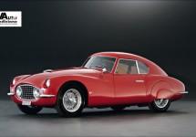 John Elkann neemt deel aan Mille Miglia in Fiat 8V