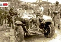 Prachtige tentoonstelling tijdens Mille Miglia in oude Alfa Romeo pitbox