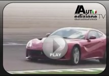 Spectaculair! Ferrari F12berlinetta op Fiorano