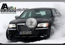 Lekker driften door de sneeuw met een Lancia Thema