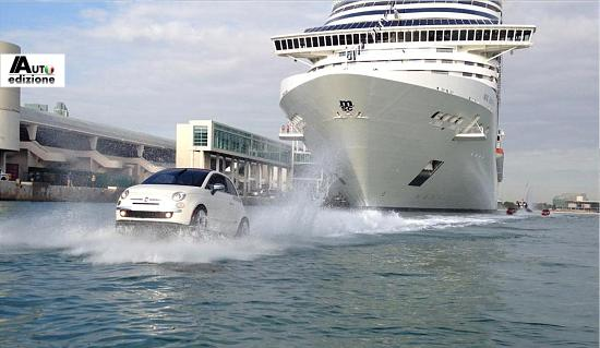Varende Fiat 500 Tjes Loodsen Cruiseschip Haven Van Miami