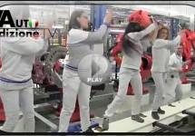 Fiat-personeel danst op 'Happy' voor goed doel