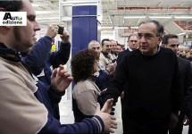 Marchionne praat met werknemers Maserati-fabriek